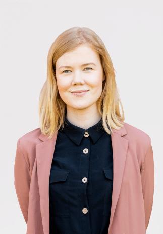 Puhuja Katja Toropainen.