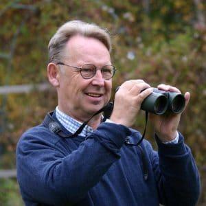 Esiintyjä ja puhuja Tom Pöysti.